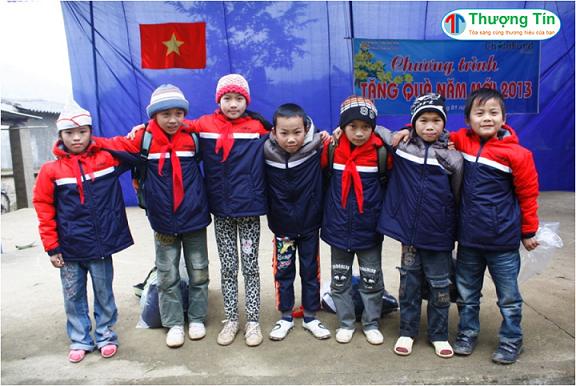 Kỉ Niệm Học Sinh Cùng Chiếc Áo Khoác Đồng Phục