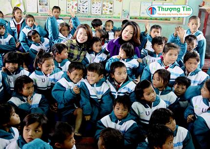 May Áo Khoác Đồng Phục Cho Các Bé Tiểu Học
